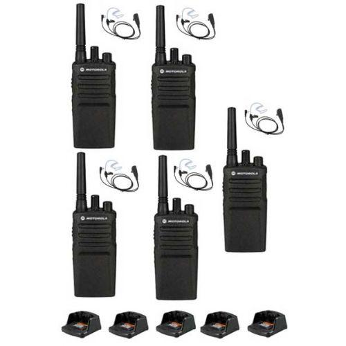 Set van 5 Motorola XT420 UHF IP55 PMR446, laders en beveiliging oortje M1 2-Pins