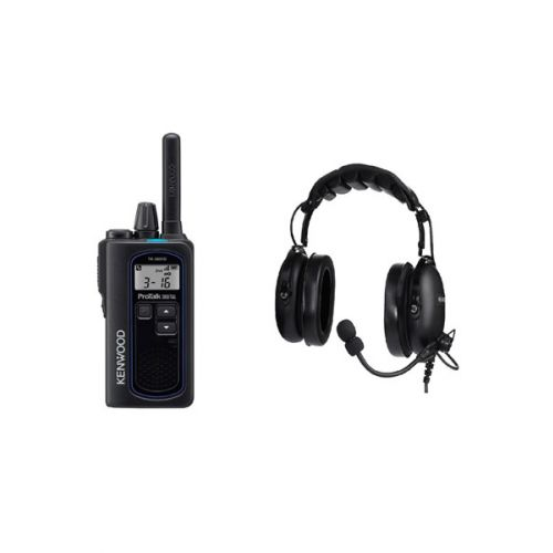 Kenwood TK-3601D IP67 Digitale mini portofoon met headset KHS-10-OH-SD en tafel lader