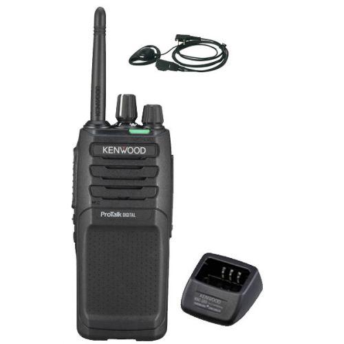 Kenwood TK-3701D IP55 Digitale PMR446 Portofoon met tafellader en D-shape headset