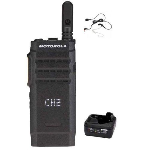 Motorola SL1600 DMR UHF IP54 3Watt met tafellader en Beveiliging oortje