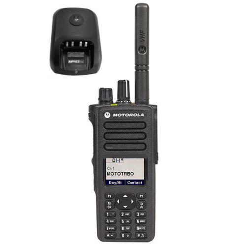 Motorola DP4801E VHF DMR IP68 5watt met tafellader