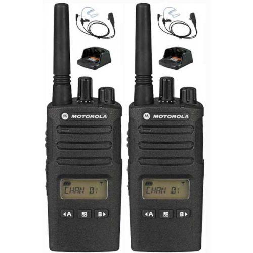 Set van 2 Motorola XT460 IP55 PMR446 met beveiliging oortje M1 en tafellader